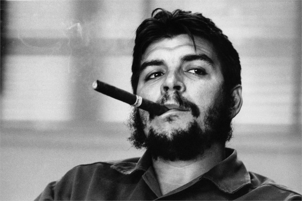 Communist-Revolutionary-Movement-Heroes-font-b-Che-b-font-font-b-Guevara-b-font-Smoking-Home